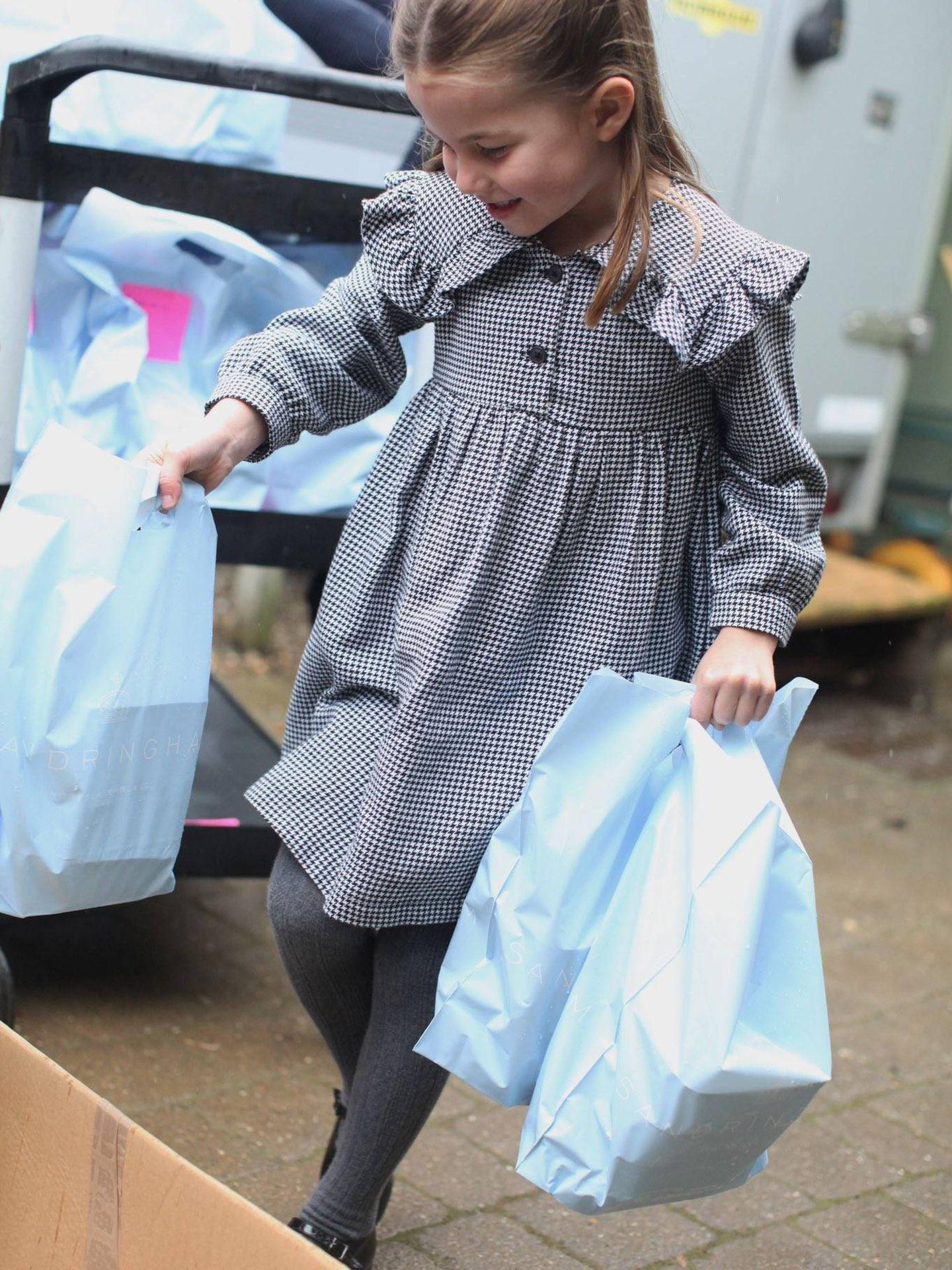 La princesa Charlotte, en las fotografías que publicaron por su cumpleaños. (Kate Middleton / Kensington Palace)