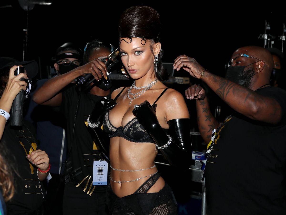 Foto: Bella Hadid, en el desfile de Rihanna's Savage X Fenty Show. (Getty)