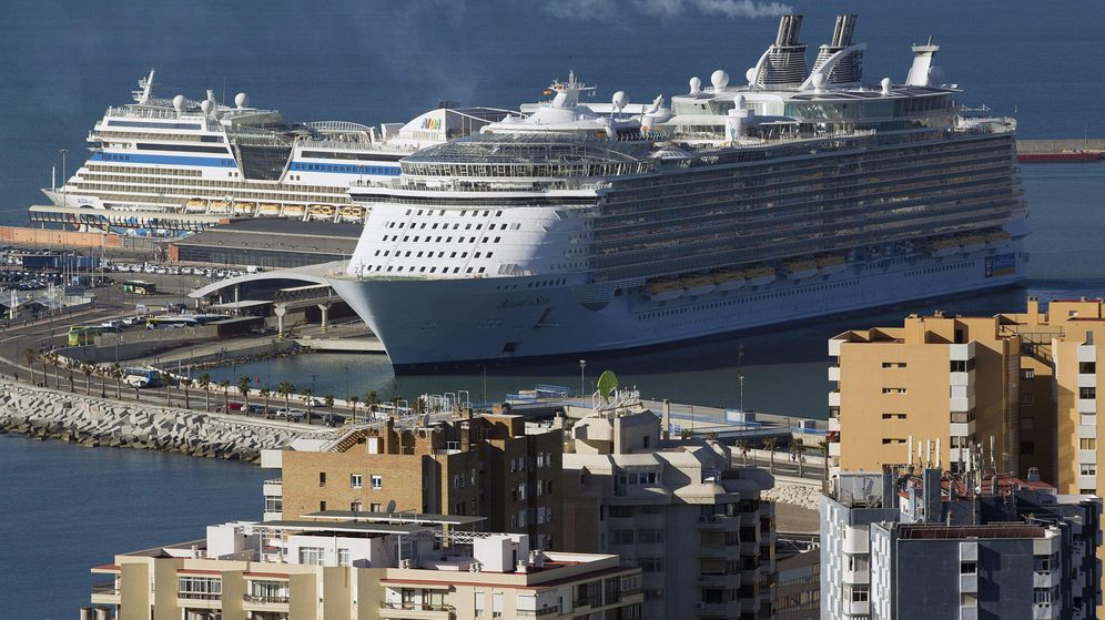 Foto: Vista de un crucero tras llegar al puerto de Málaga. (EFE)