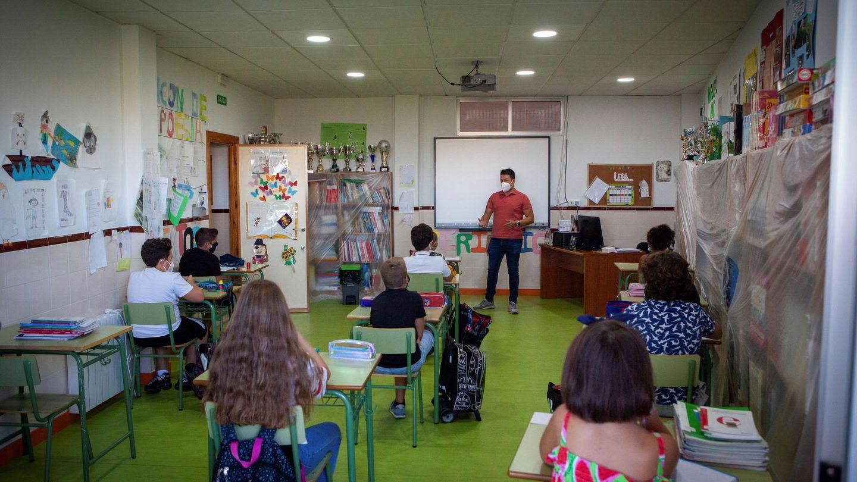 Alumnos de un colegio de Mérida asistiendo a clase en tiempos de pandemia. Foto: Efe