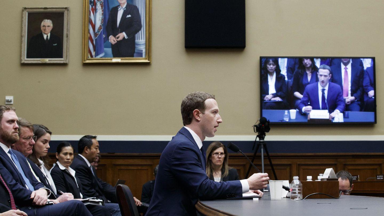El fundador y presidente ejecutivo de Facebook, Mark Zuckerberg, durante su comparecencia por el caso Cambridge Analytica. (EFE)