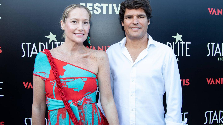 Fiona Ferrer, con su pareja, Javier Fal-Conde. (Starlite)