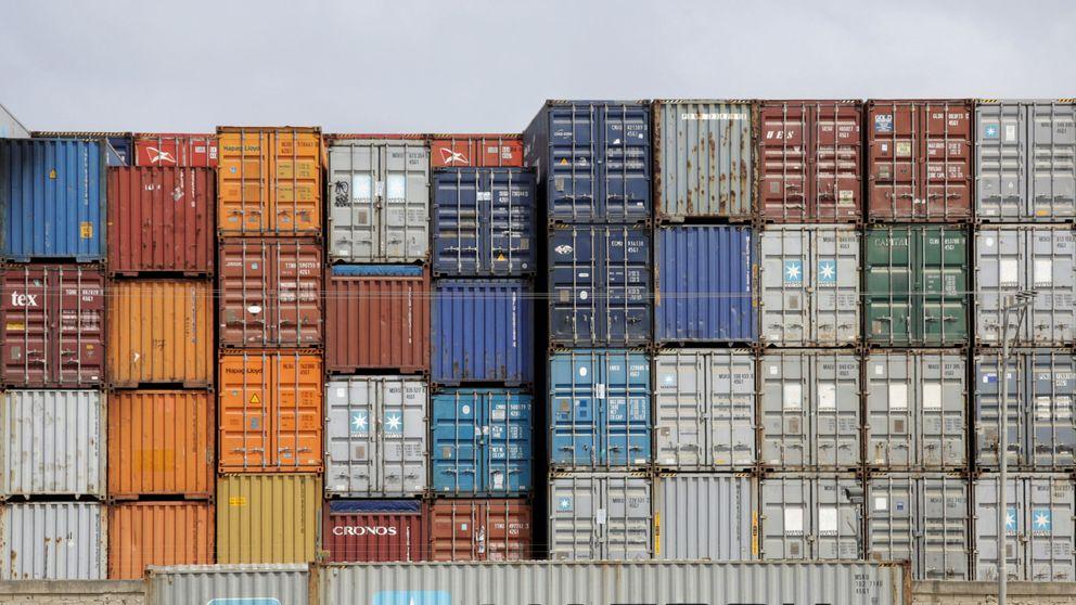 Las exportaciones caen un 15,8% a junio y el déficit comercial se reduce un 48%