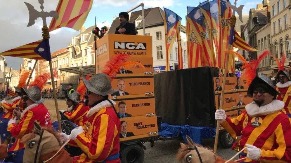Foto: Un imitador de Puigdemont, durante el carnaval de Alost. (Twitter Dorota Bwolek)
