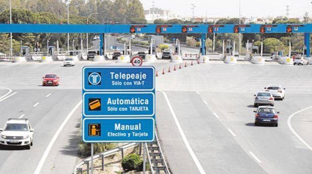 Foto: Pago del peaje en la autopista AP-4, de Sevilla a Cádiz. (DGT)