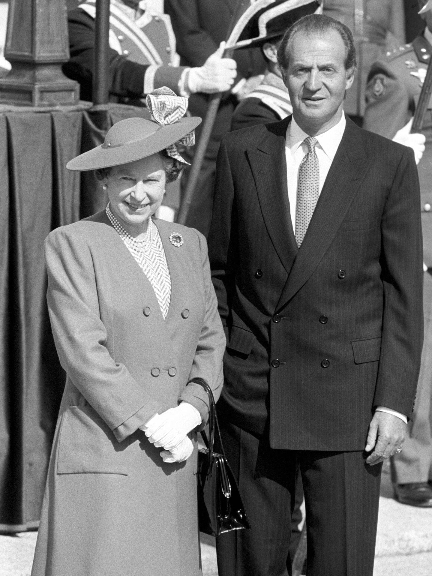 La reina Isabel y el rey Juan Carlos, durante la visita de Estado a España. (Cordon Press)