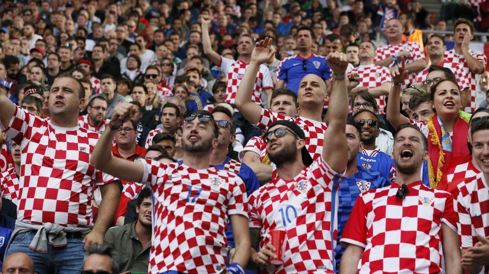 Foto: Aficionados de Croacia animan a su selección. (Reuters)