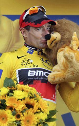 Evans 'roba' el Tour a Andy Schleck y Contador acaba a lo campeón