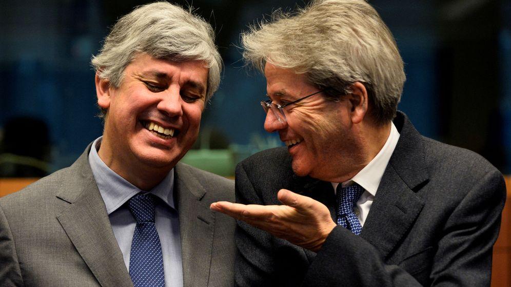 Foto: Mário Centeno, presidente del Eurogrupo, junto a Paolo Gentiloni, comisario de Economía (Reuters)