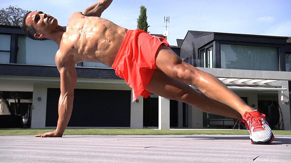 El entrenador personal de Malena Costa crea seis planchas para unos 'abs' de modelo