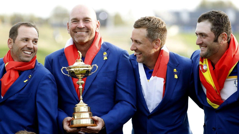 Foto: Sergio Garcia, Thomas Bjorn (capitán), Ian Poulter y Jon Rahm, en 2018 tras ganar Europa la Ryder Cup. (EFE)