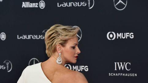 Estilo Real: Charlène brilla de blanco mientras su marido fracasa en zapatillas
