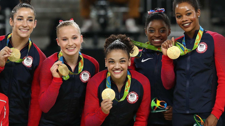 Foto: El equipo de Estados Unidos con su medalla de oro (Marcelo Sayao/EFE)