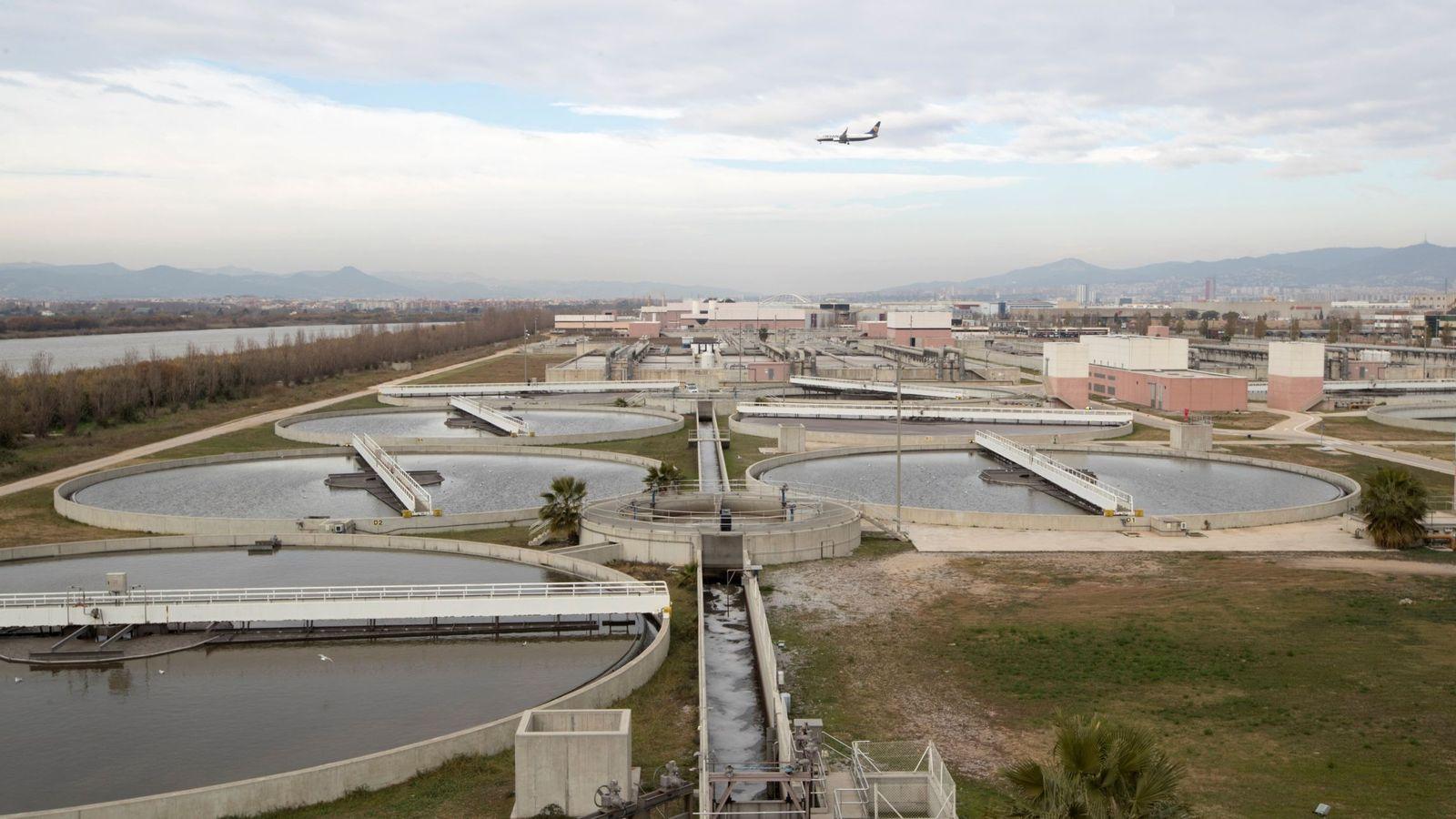 Foto: Complejo de tratamiento de aguas. (EFE)