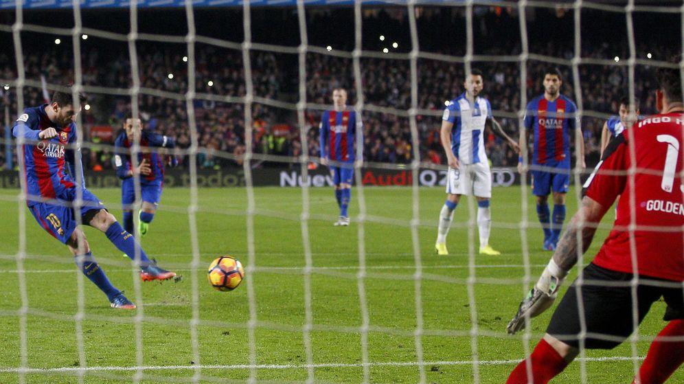 Foto: Messi, en el momento de lanzar el penalti contra el Leganés. (EFE)