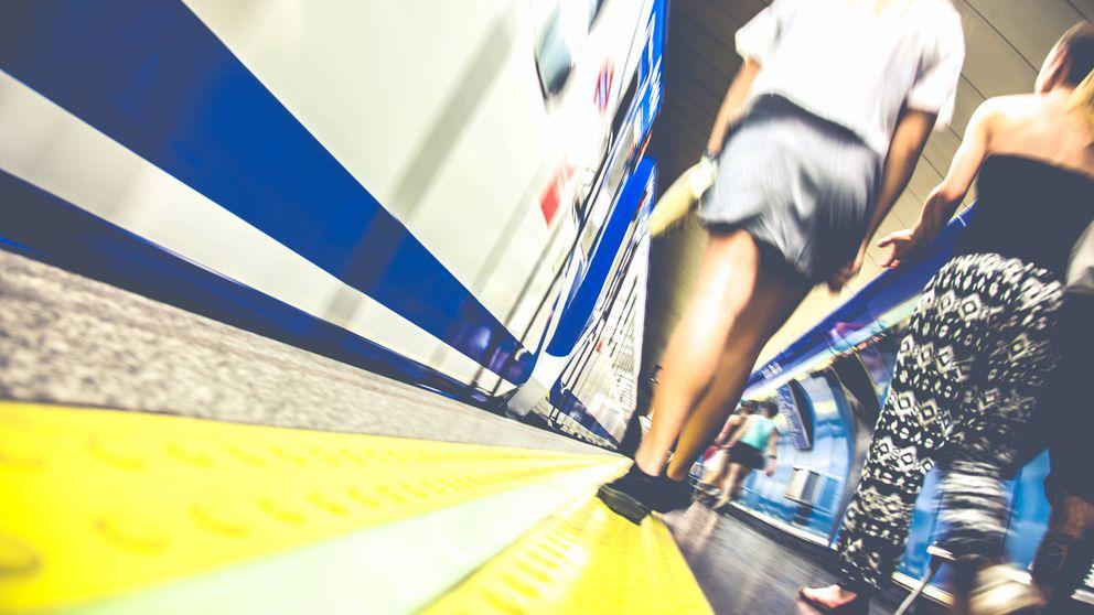 Un mensaje a los tíos que meten mano en el metro (y el porqué de los carteles)