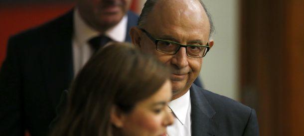 Foto: El ministro de Economía Montoro junto a la vicepresidenta Saénz de Santamaría (Reuters)