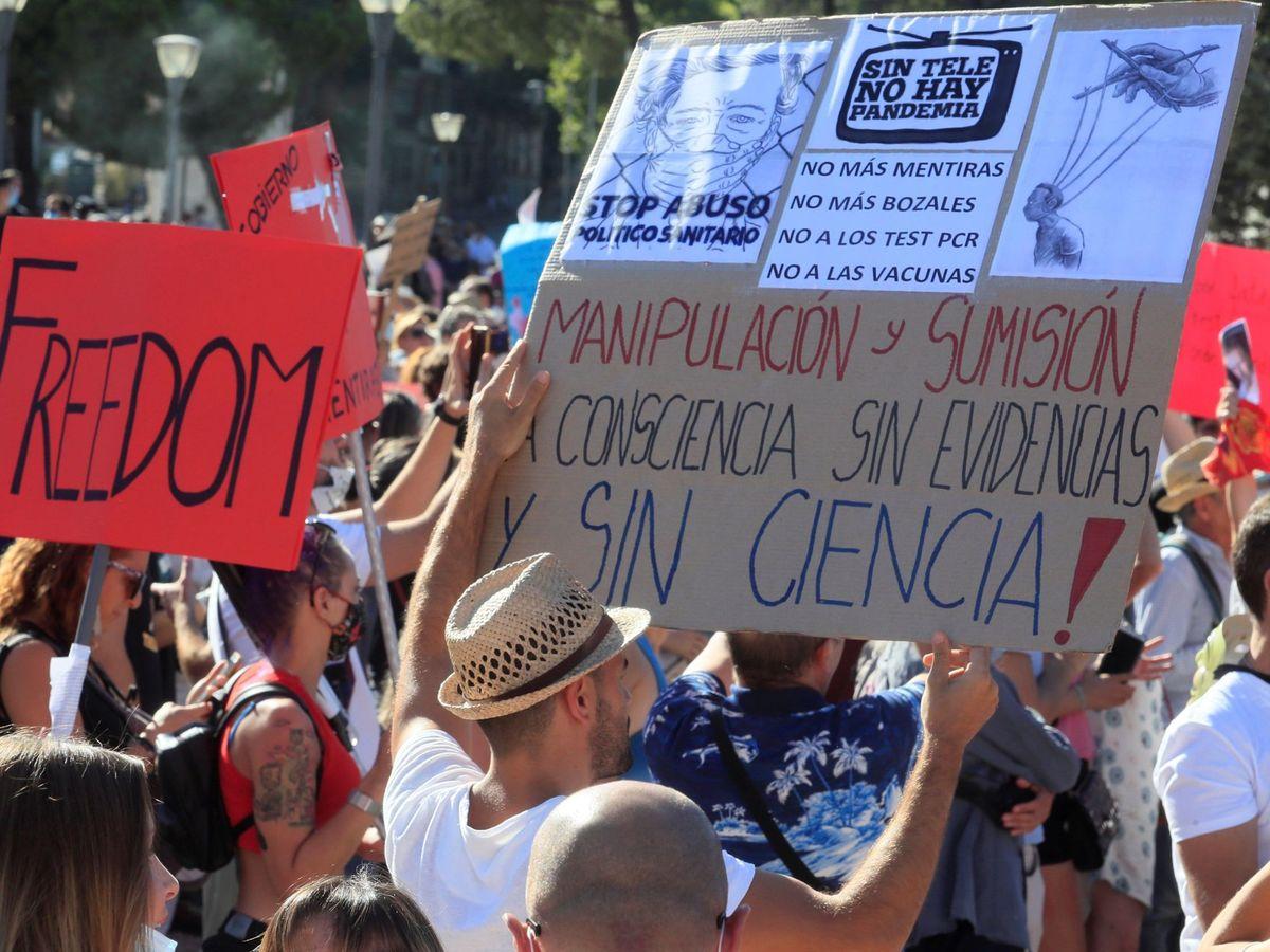 Foto: Imagen de la manifestación del pasado 16 de agosto en Madrid contra el uso de las mascarillas. Foto: EFE/Fernando Alvarado.