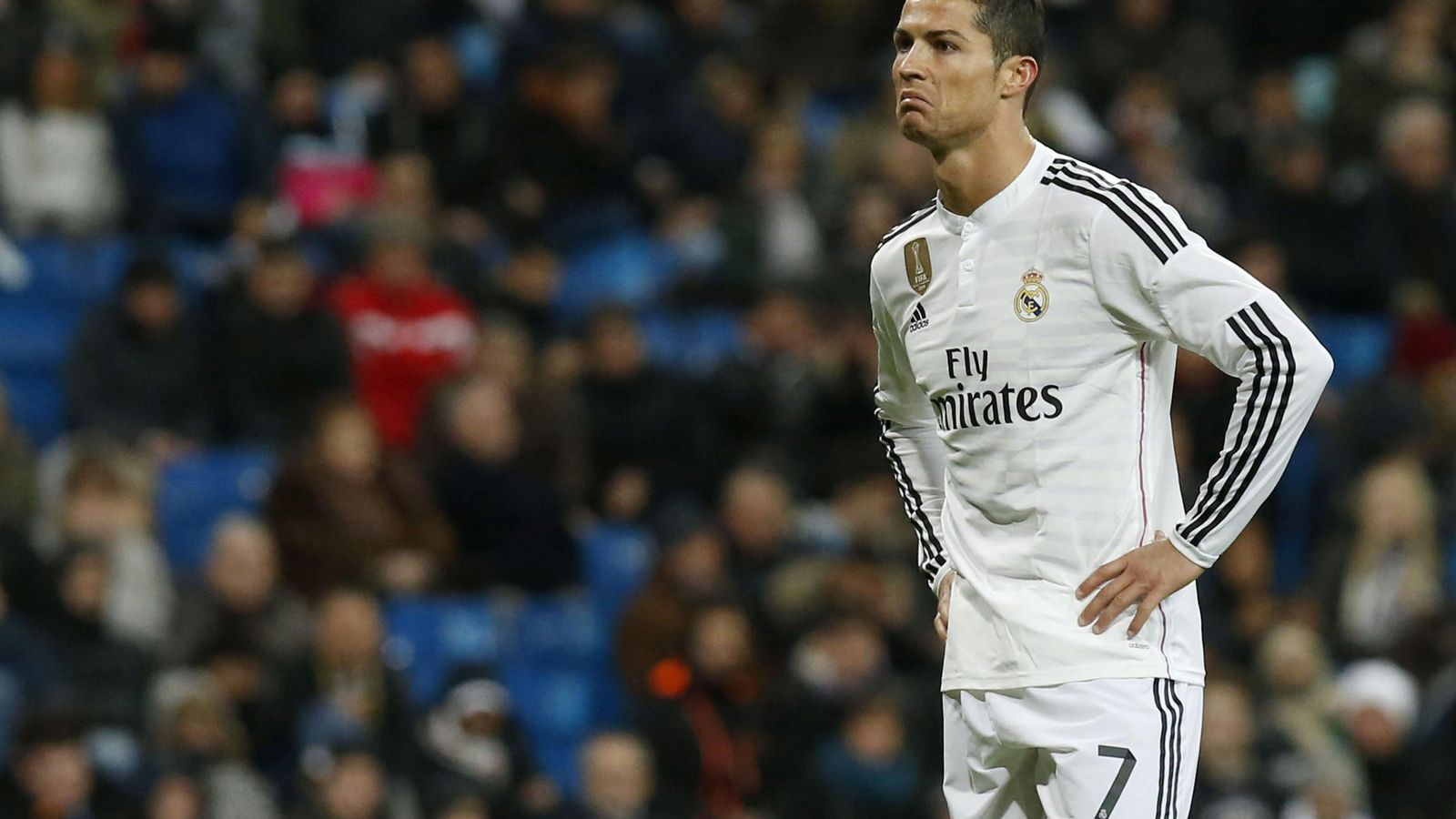 Foto: Cristiano con gesto de desaprobación durante el Real Madrid-Levante (EFE)