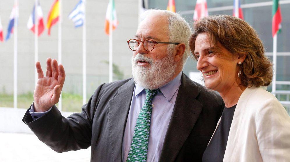 Foto: El comisario europeo del Clima, Miguel Arias Cañete, y la ministra de Transición Ecológica, Teresa Ribera. (EFE)