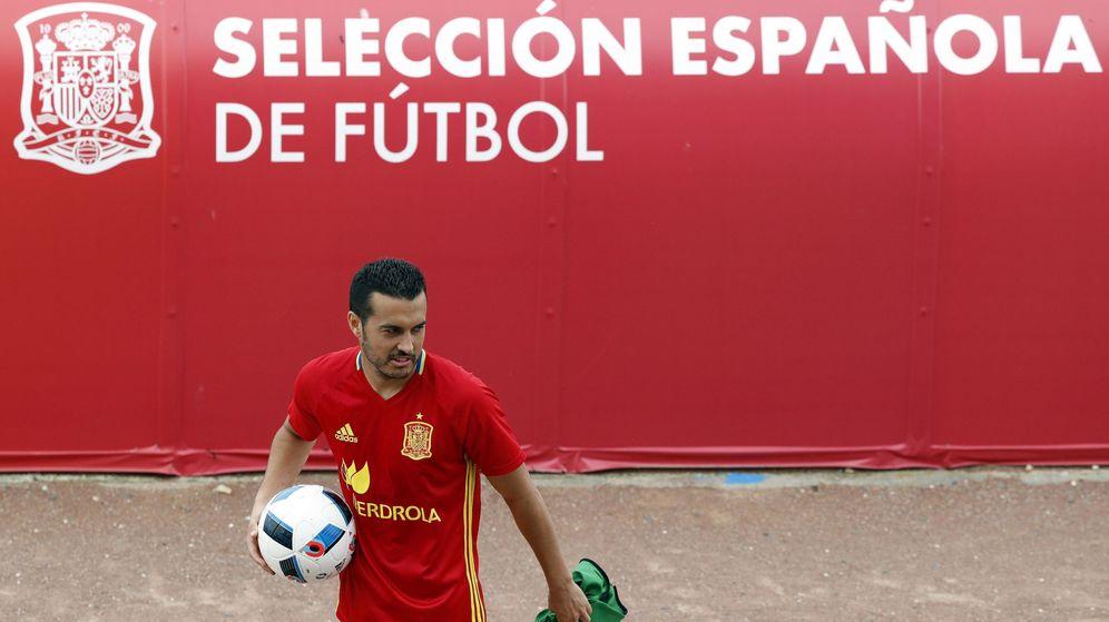 Foto: Pedro, durante el entrenamiento de la selección este domingo (Kai Försterling/EFE)