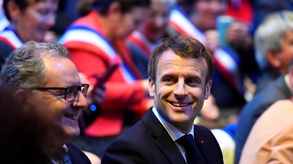 Foto: El presidente francés, Emmanuel Macron (centro), junto al presidente de la Asamblea Nacional, Richard Ferrand. (EFE)