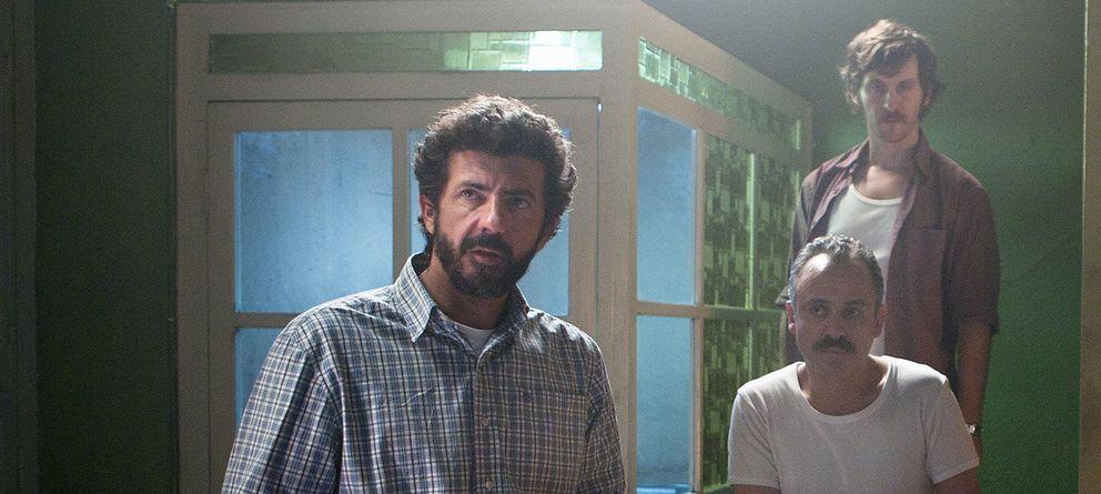 Foto: Alberto Rodríguez junto a Javier Gutiérrez y Raúl Arévalo en el rodaje de 'La isla mínima'