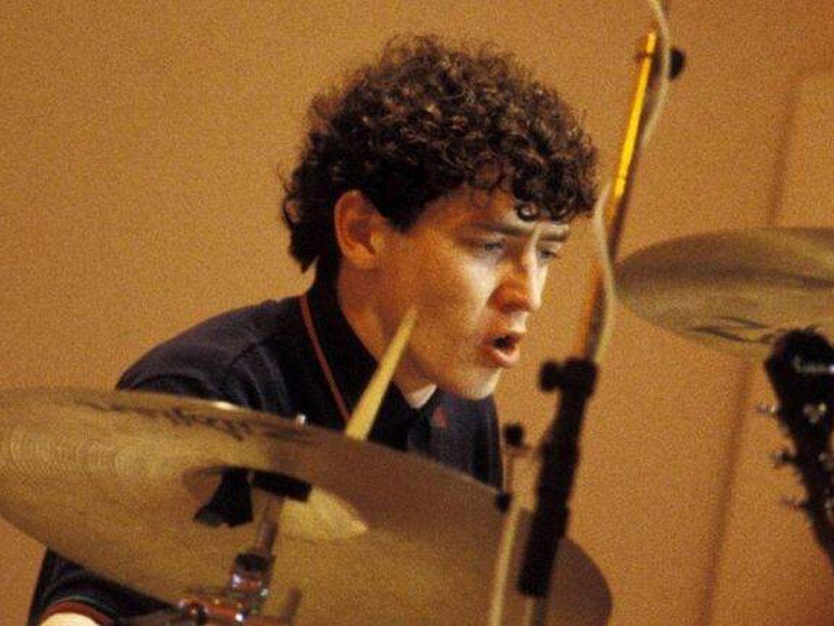 Foto: El primer batería de Oasis, Tony McCarroll. (YouTube)