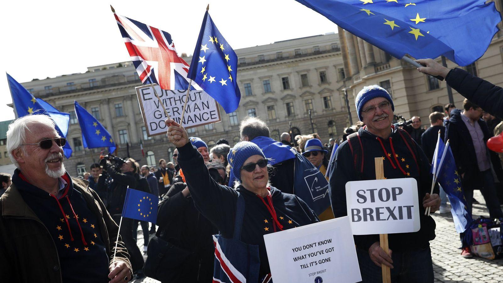 Foto: Ciudadanos europeos se manifiestan en contra del Brexit en Berlín. (Reuters)