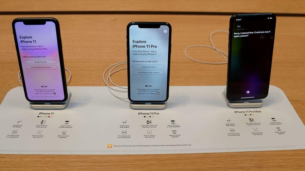 Foto: Los nuevos iPhone 11 de Apple, en una tienda de la compañía. (Reuters)