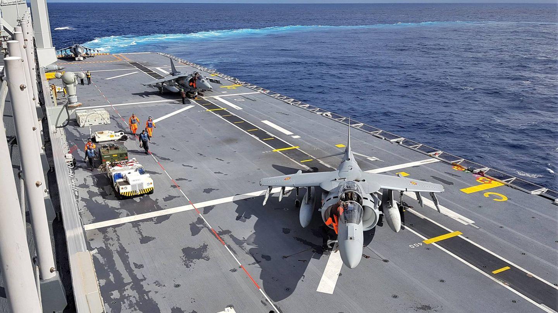 Cubierta de vuelo con aviones Harrier. (Foto: Juanjo Fernández)