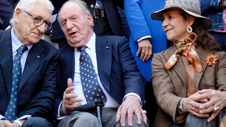 Juan Carlos de Borbón, con la infanta Elena y el empresario Manuel Piñeira. (EFE)