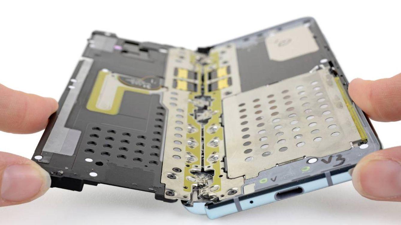 Destripan el móvil plegable de Samsung cancelado y dan con un fallo clave de diseño