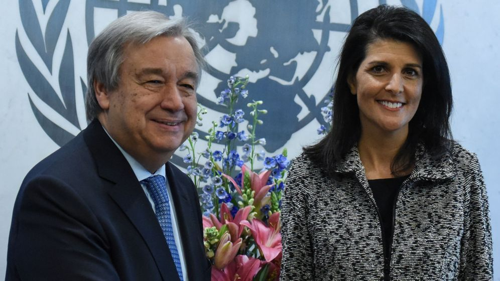 Foto: La nueva embajadora estadounidense ante la ONU, Nikki Haley, junto al secretario general del organismo António Guterres, el 27 de enero de 2017 (Reuters)