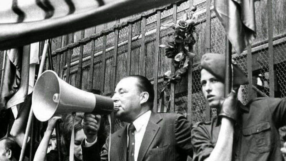 Foto: Blas Piñar en un mitin de Fuerza Nueva