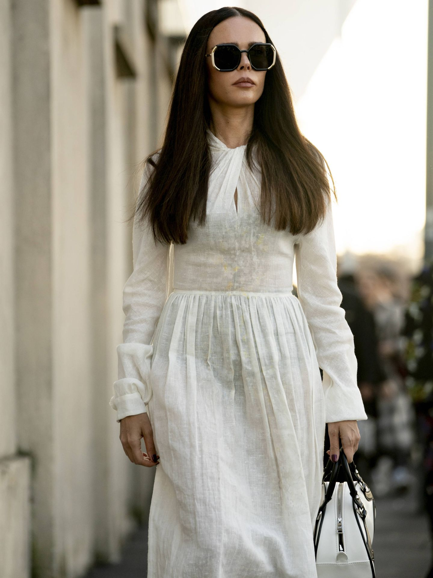 Una insider con un vestido blanco. (Imaxtree)