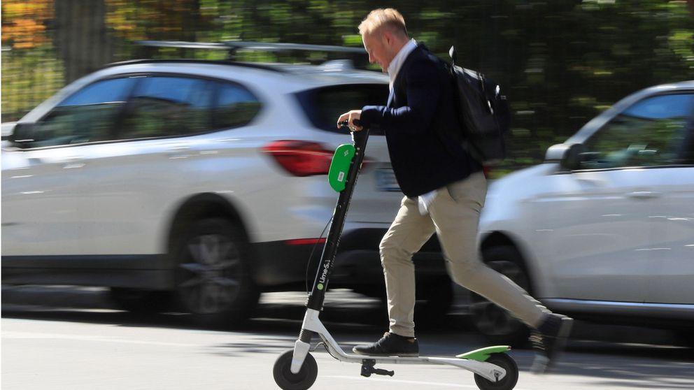 Cuidado con las bicis y patinetes de alquiler: ¿quién tiene la culpa si están mal aparcados?