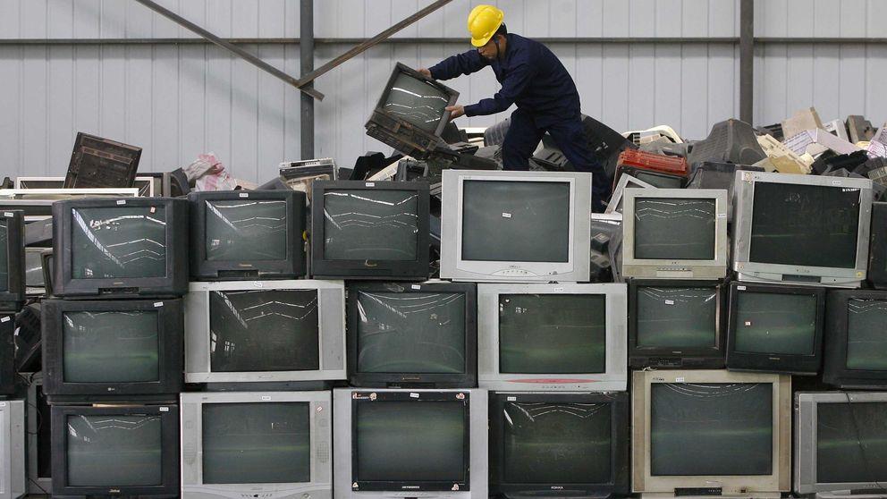 ¿Vas a comprar una tele o un frigorífico en Amazon? Si no se llevan el viejo, es ilegal