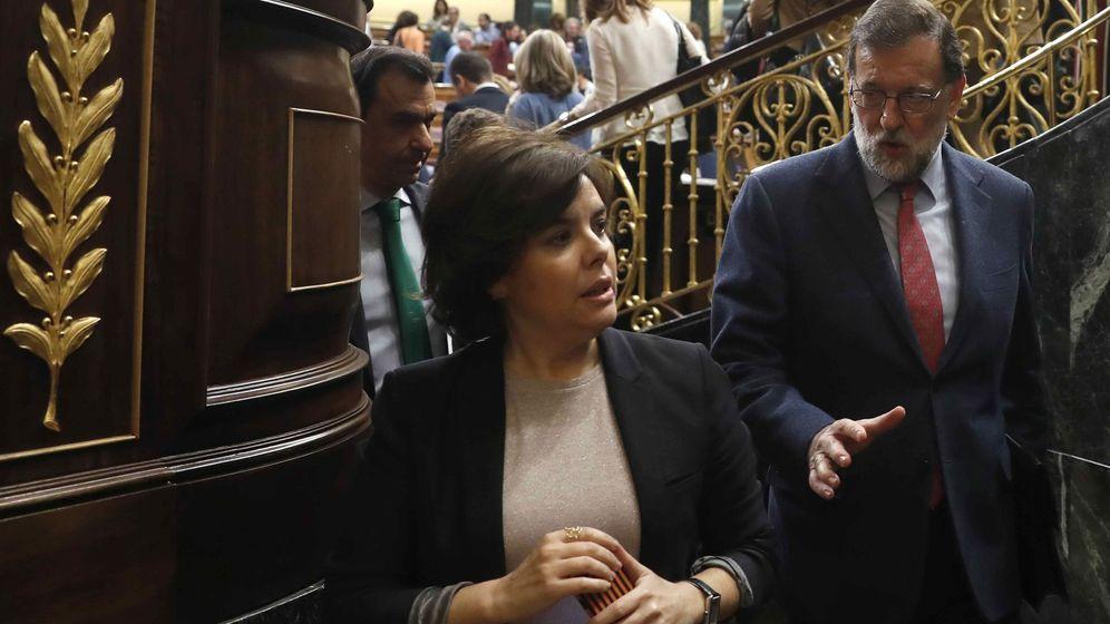 Foto: El presidente del Gobierno, Mariano Rajoy, y la vicepresidenta, Soraya Sáenz de Santamaría. (EFE)