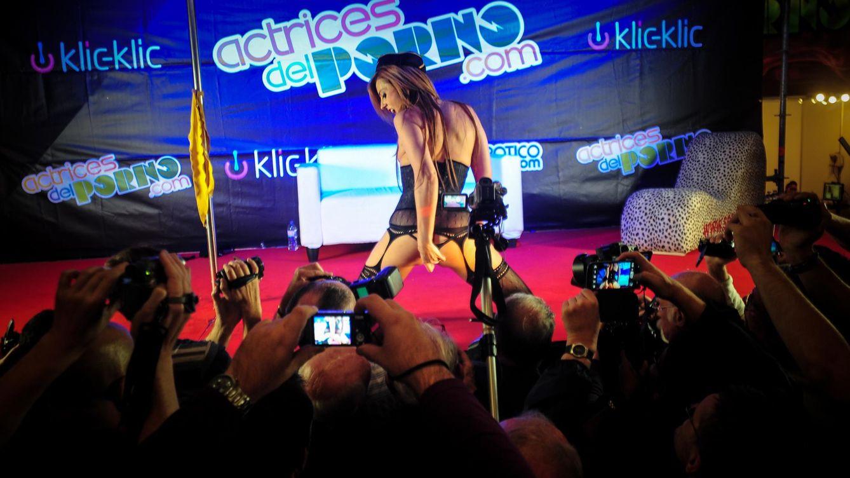 Foto: Bianca Resa desfila ante los fotógrafos del Salón Erótico de Barcelona celebrado en octubre de 2013. (Joan Cros García/Demotix/Corbis)