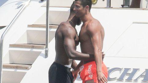 Pillan a Cristiano Ronaldo orinando en las calles de Saint-Tropez