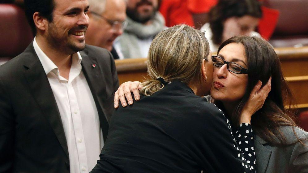 Foto: Alberto Garzón y Sol Sánchez, en el Congreso. (EFE)