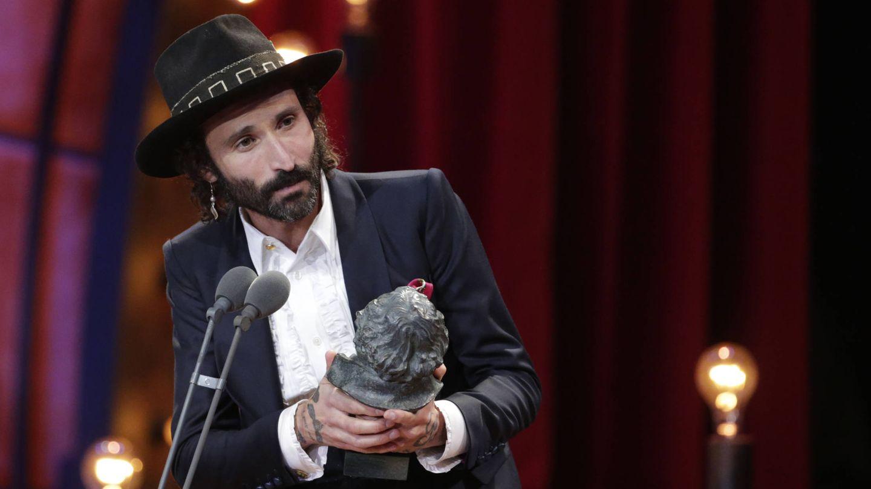Leiva recogiendo el Premio a Mejor Canción por 'La llamada'. (Gtres)