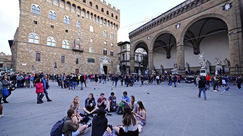 'Cañonazos' de agua contra turistas: Florencia no quiere que coman en la calle
