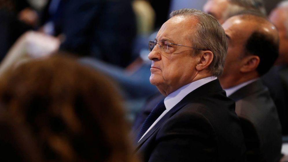 Foto: Florentino Pérez en el antepalco del estadio Santiago Bernabéu. (Reuters)