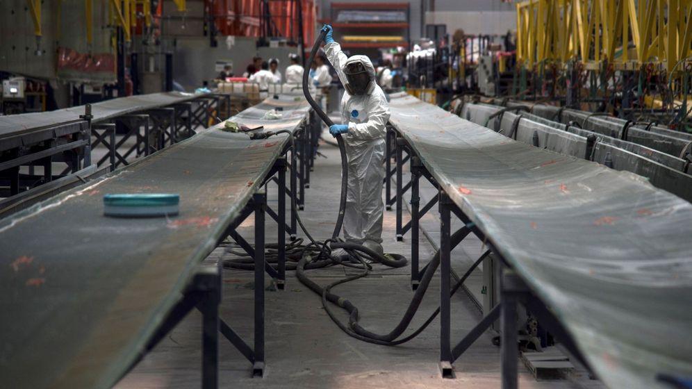 Foto: Fábrica de palas para aerogeneradores en Aoiz, Navarra. (EFE)