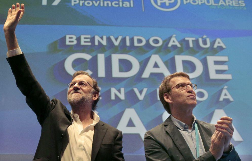 Foto: Rajoy y Feijóo en el congreso provincial del PP gallego en Pontevedra. (EFE)