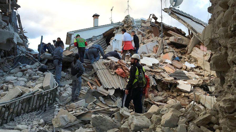 La mitad de la localidad ya no existe, la gente está bajo los escombros