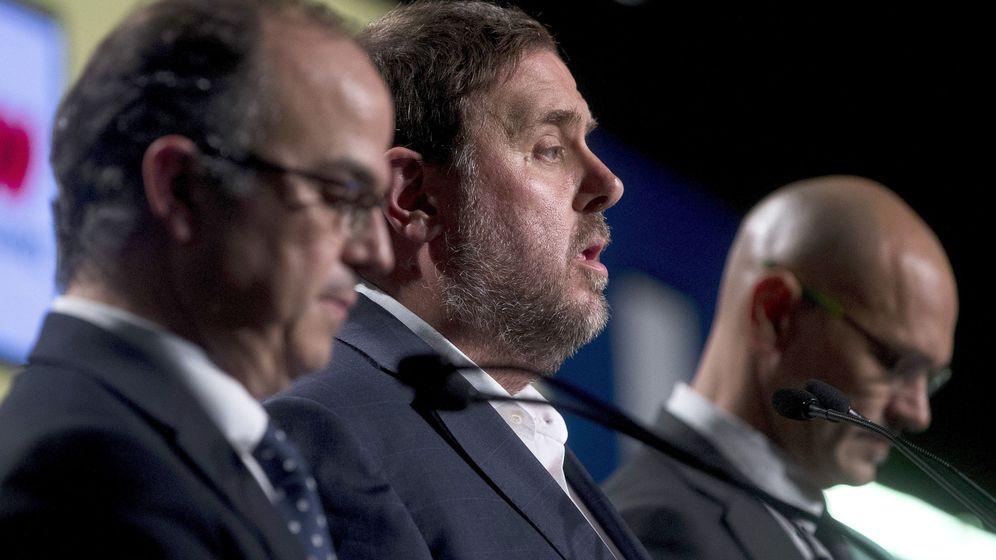 Foto: El exvicepresidente de la Generalitat Oriol Junqueras, el 'exconseller' de la Presidencia Jordi Turull, y el 'exconseller' de Exteriores Raül Romeva. (EFE)