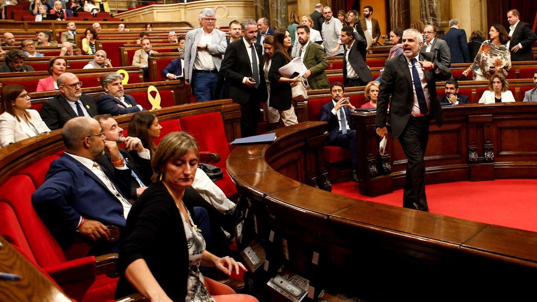 Bronca entre los diputados de Cs y el Govern durante la sesión. (EFE)